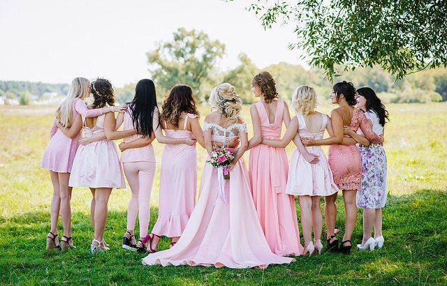 noiva com madrinhas de casamento